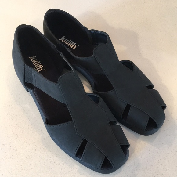 5642e5628 Black Fisherman Sandals